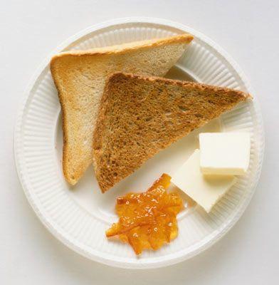 Forma Gir Formda Kal Diyeti  Kahvaltılar  1. seçenek - 1 bardak süt, 1 bardak meyva suyu, 1 orta boy muz. 2. seçenek - 1 tas sütlü cornflakes, 1 küçük dilim peynir,1 elma. 3. seçenek - 1 katı pişmiş yumurta, 1 dilim reçelli tost ekmeği, 1 kâse meyveli yoğurt.